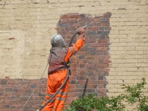 sablage et hydrgommage sur mur en brique